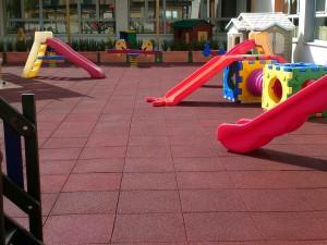 Pavimenti in gomma per parchi giochi