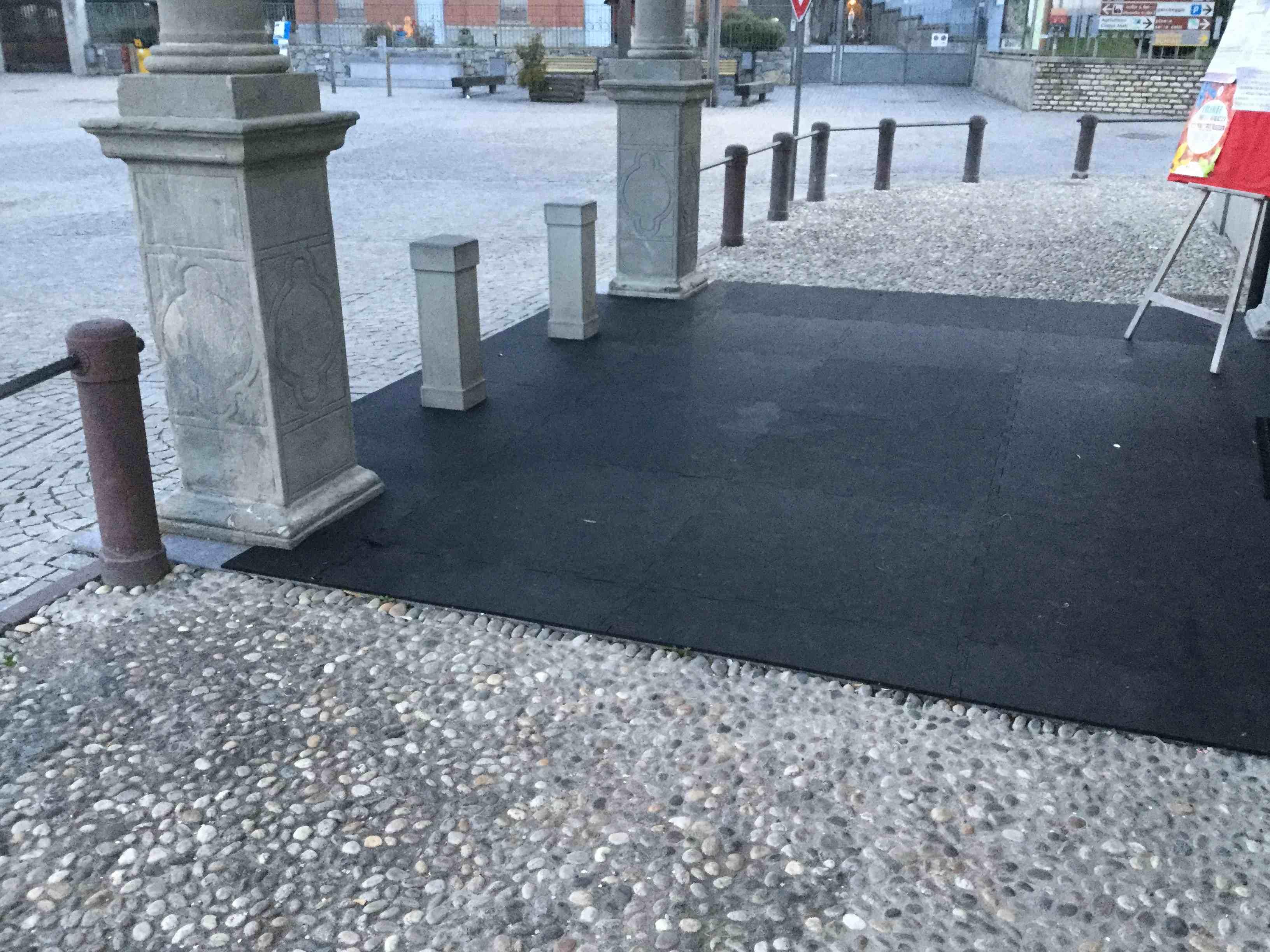 Pavimento in pvc e gomma per giardini terrazze camminamenti esterni