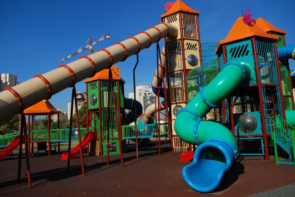 attrezzature per parco giochi bambini
